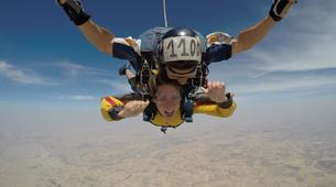 Skydiving-Madrid-Tandem skydive from 4000 meters near Madrid-6