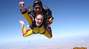 Skydiving-Madrid-Tandem skydive from 4000 meters near Madrid-1
