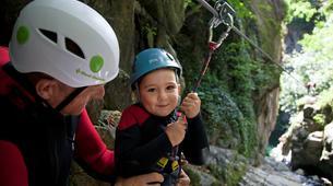 Canyoning-Ardèche-Canyon familial avec tyrolienne dans les gorges de l'Ardèche-3