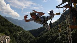 Bungee Jumping-Ticino-Bungee jumping from the Verzasca Dam (220 m.)-3