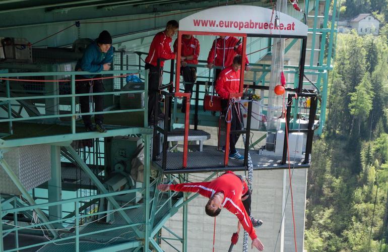 Jumping europabrücke bungee Bungee jumping