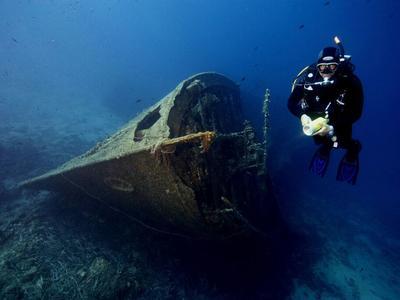 Scuba Diving: Scuba diving PADI courses in Lesbos