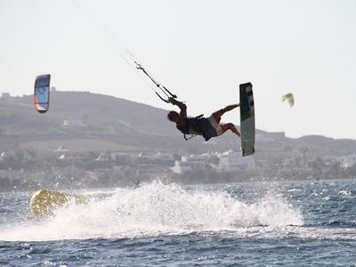 Kitesurfing: IKO kitesurfing courses from Pounda Beach, Paros