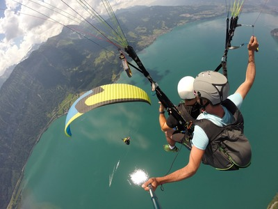 Tandem paragliding flight in Interlaken above Lake of Thun and Lake of Brien