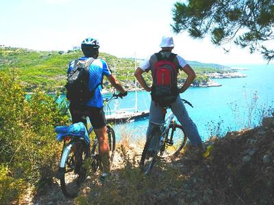 Mountain bike: Bike excursion in Spetses from Piraeus, Greece
