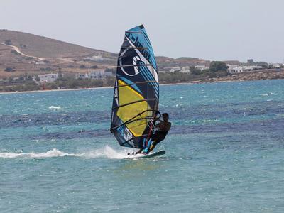 Windsurfing: Windsurfing lessons in Pounda, Paros