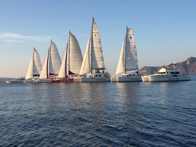 Sailing: Sunset Sailing tour in Santorini