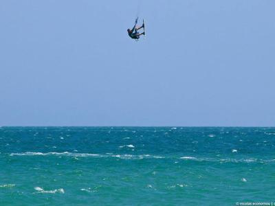 Kitesurfing: Kitesurfing lessons in Lemnos, Greece