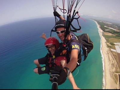 Tandem paragliding flight in Pizzo, Calabria