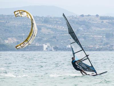 Kitesurfing: Kitesurfing courses in Lefkadi, Evia Island