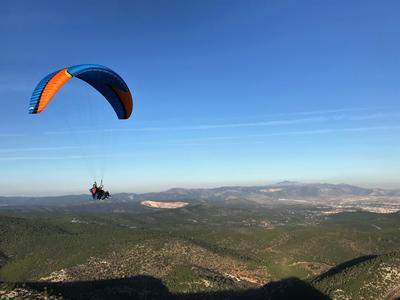 Tandem paragliding flight in Plataies near Athens