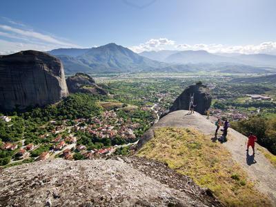 Hiking / Trekking: Hiking through Meteora's Hermit caves