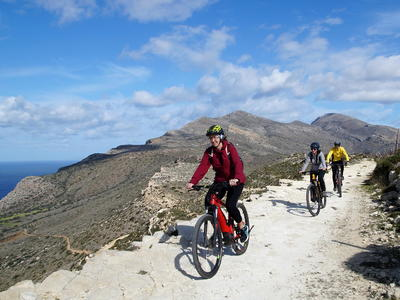 E-bike tour to the Wild West Coast, from Kissamos to Sfinari