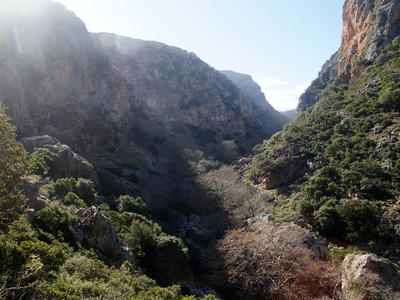 Hiking tour in the Vulture Valley, starting from Sirikari Gorge