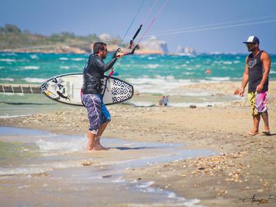 Kitesurfing: Private kitesurfing lessons from Pounda, Paros