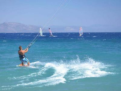 Kitesurfing: Kitesurfing Lessons from Psalidi Beach, Kos