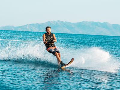 Wakeboarding: Waterski lesson on Mykonos Beach