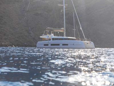 Sailing: Semi-private Majestic Day Cruise from Ammoudi Bay in Oia