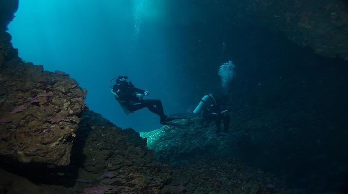 Tauchen-Almyrida-Abenteuertauchen in der Elefantenhöhle in Chania-1
