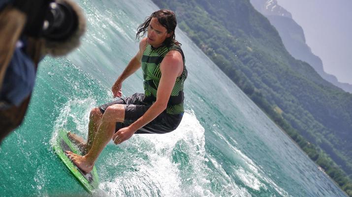Wakeboard-Annecy-Coaching Privé Initiation Wakeboard ou Wakesurf Bateau au Lac d'Annecy-1