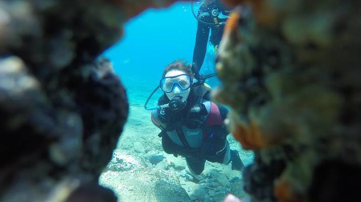 Scuba Diving-Agia Pelagia-Guided adventure dives from Mononaftis Beach near Heraklion-1