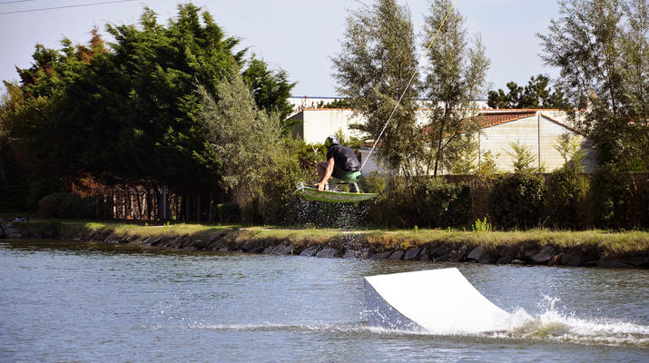 Wakeboard-La Roche-sur-Yon-Session Wakeboard sur Cable 2.0 (bi poulies) sur le Lac d'Apremont, Vendée-4