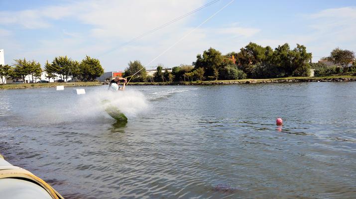 Wakeboard-La Roche-sur-Yon-Session Wakeboard sur Cable 2.0 (bi poulies) sur le Lac d'Apremont, Vendée-7