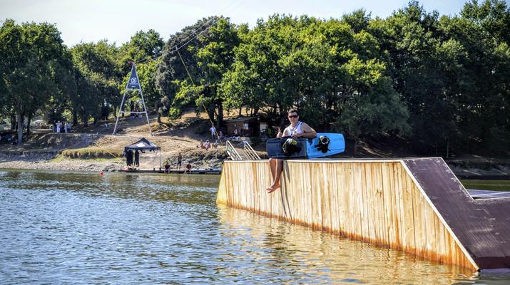 Wakeboard-La Roche-sur-Yon-Session Wakeboard sur Cable 2.0 (bi poulies) sur le Lac d'Apremont, Vendée-2