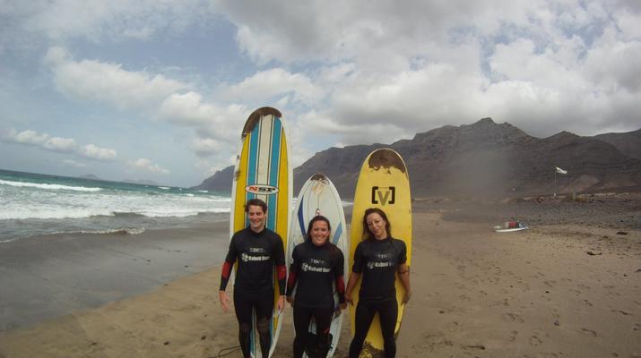 Surfing-Caleta de Famara, Lanzarote-Surf lessons in Caleta de Famara, Lanzarote-4