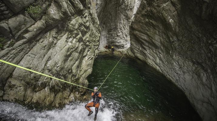 Canyoning-Ajaccio-Descente du canyon de la Richiusa à Bocognano près d'Ajaccio-2