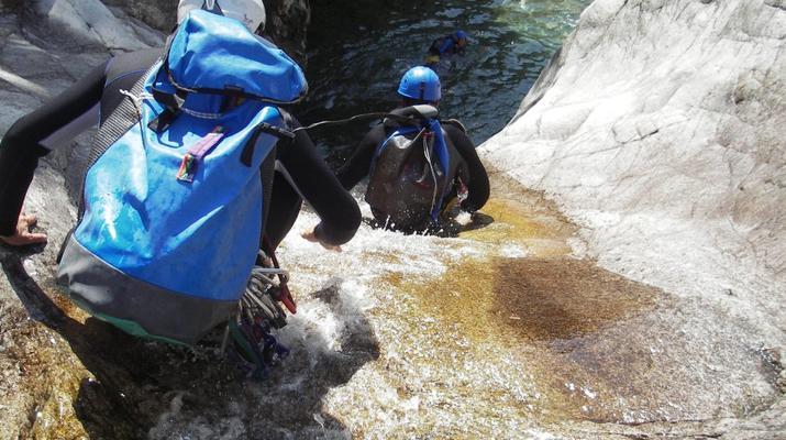 Canyoning-Ajaccio-Descente du canyon de la Richiusa à Bocognano près d'Ajaccio-13