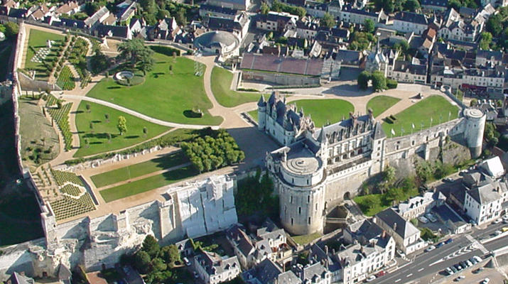 Helicopter tours-Tours-Scenic flight over the châteaux of the Loire Valley, France-1