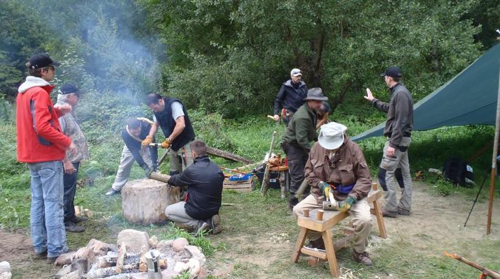 Curso de Superviviencia-Viaduc de Millau-Curso de Bushcraft en Grand Causses cerca de Millau-11