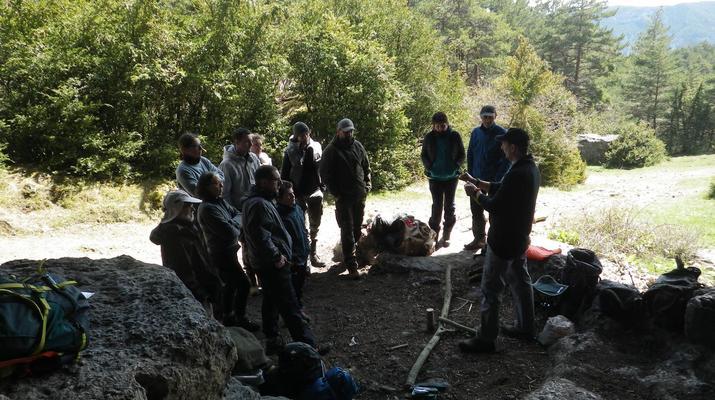 Curso de Superviviencia-Viaduc de Millau-Curso de Bushcraft en Grand Causses cerca de Millau-3
