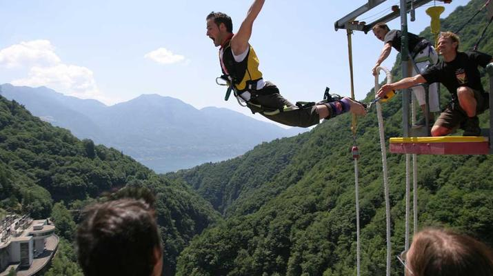 Bungee Jumping-Ticino-Bungee jumping from the Verzasca Dam (220 m.)-6