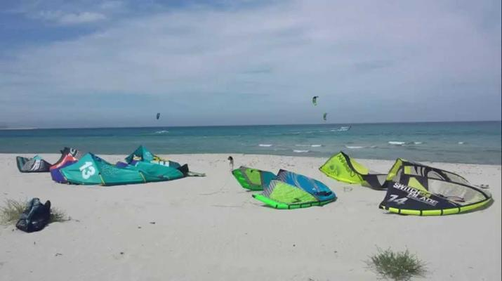Kitesurfing-La Caletta-Advanced kitesurfing course in La Caletta, Sardinia-1