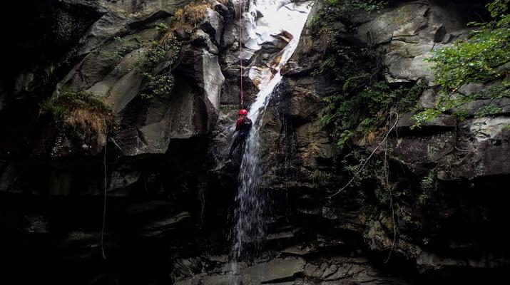 Canyoning-Ticino-Canyoning in Boggera canyon, Valle di Cresciano in Ticino-1