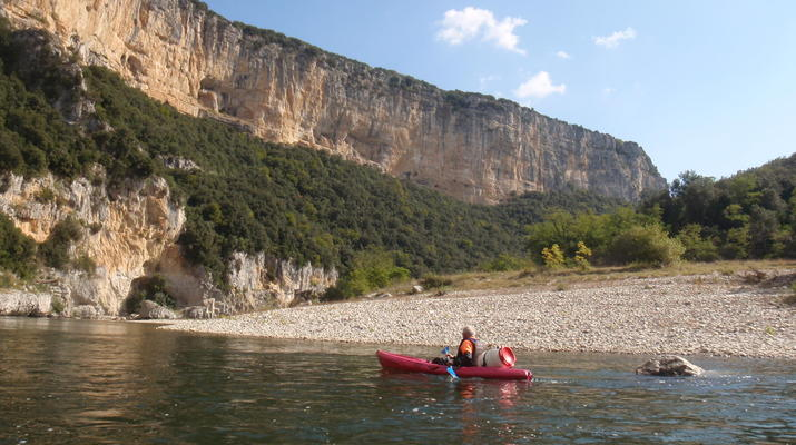 Canoë-kayak-Ardèche-Location de Canoë à Vallon-Pont-d'Arc, Ardèche-2