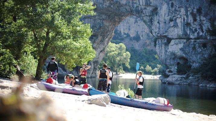 Canoë-kayak-Ardèche-Location de Canoë à Vallon-Pont-d'Arc, Ardèche-4
