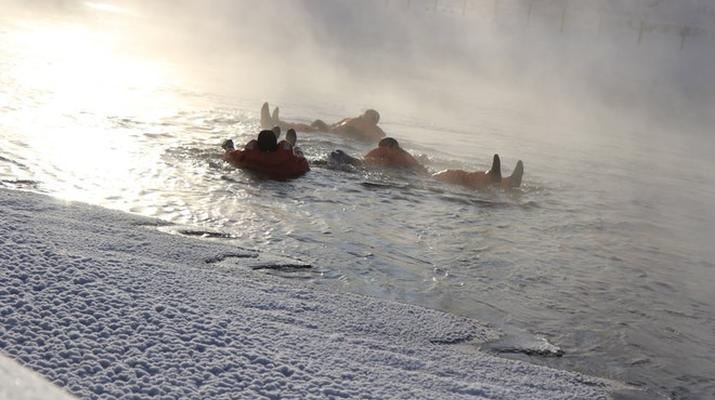 Snow Experiences-Savonlinna-Ice floating in Savonlinna, Finland-2