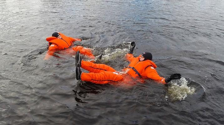 Snow Experiences-Savonlinna-Ice floating in Savonlinna, Finland-6