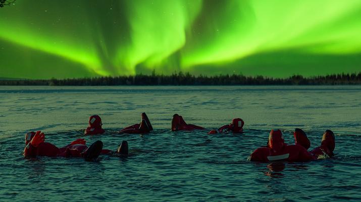 Experiencias en la nieve-Rovaniemi-Experiencia de flotación en hielo en Laponia-1