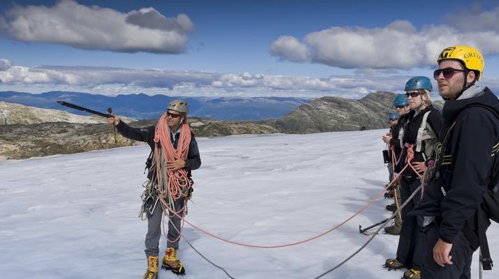 Randonnée glaciaire-Jondal-Randonnée sur glace bleue sur le glacier Juklavass-1