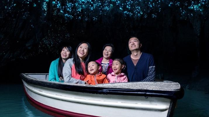 Caving-Waitomo-Glowworm Cave tour in the Waitomo Caves-3