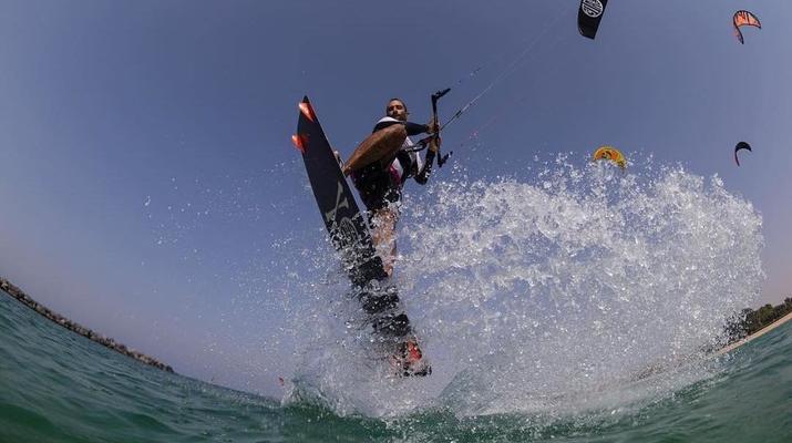 Kitesurfing-Dubai-Kitesurfing Course in Dubai-3