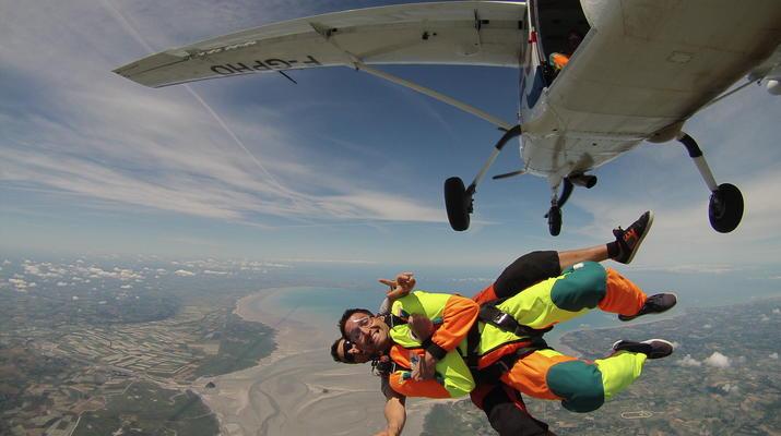 Parachutisme-Le Mont-Saint-Michel-Saut en Parachute Tandem au Mont-Saint-Michel depuis Le Val-Saint-Père-2