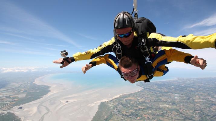 Parachutisme-Le Mont-Saint-Michel-Saut en Parachute Tandem au Mont-Saint-Michel depuis Le Val-Saint-Père-1