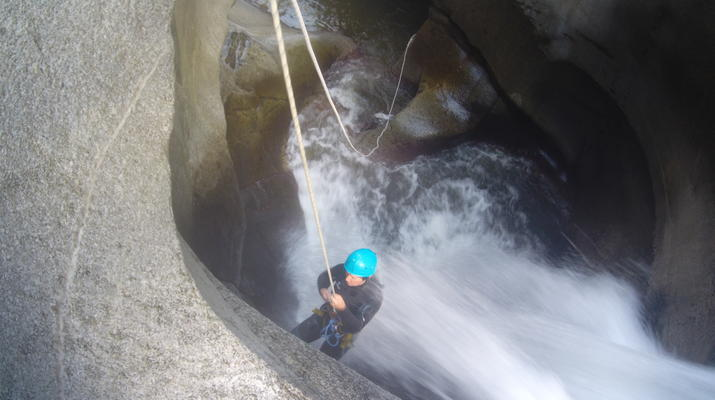 Canyoning-Pyrénées Orientales-Canyoning in Molitg les Bains, Pyrénées Orientales-3