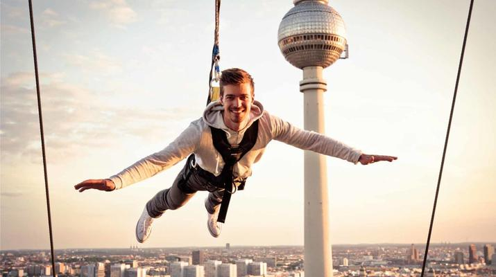 Bungeejumping-Berlin-Sky Jump am Alexanderplatz, Berlin Mitte-1