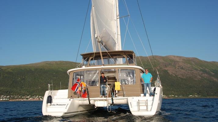 Sailing-Tromsø-Midnight Sun Luxury Catamaran-3